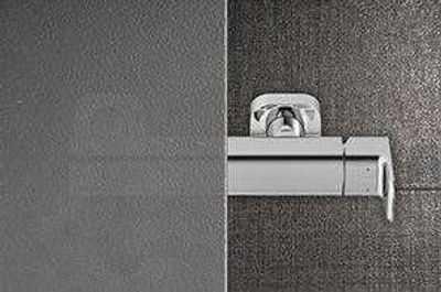 Jaką kabinę prysznicową kupować do drobnej łazienki w biurowcu?!